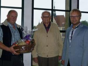 Ehrung von Dieter Grüner für mehr als drei Jahrzente aktive Arbeit.